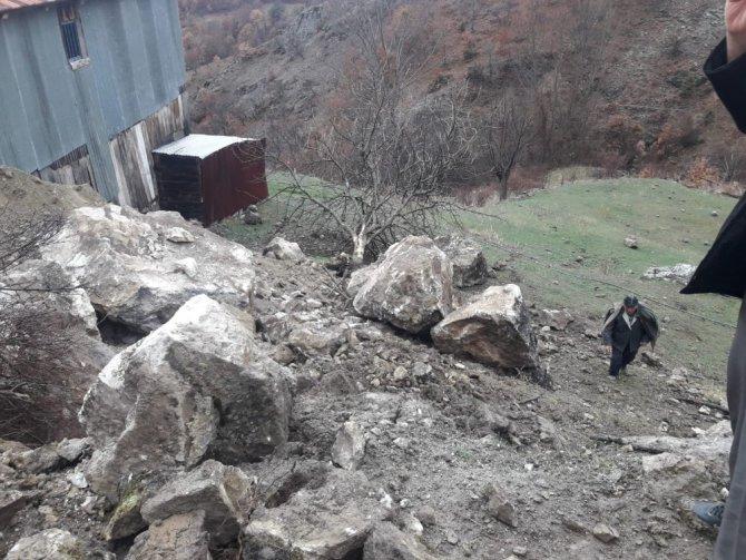 Köylülerin uykularını kaçıran kaya ortadan kaldırıldı