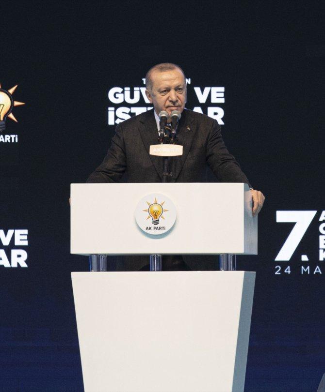 Recep Tayyip Erdoğan yeniden AK Parti Genel Başkanı seçildi