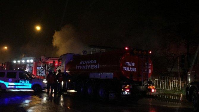 Fabrikads büyük yangın! Milyon değerindeki malzemeler küle döndü