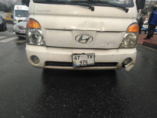 Kamyonet, otomobile çarptı: 1 yaralı