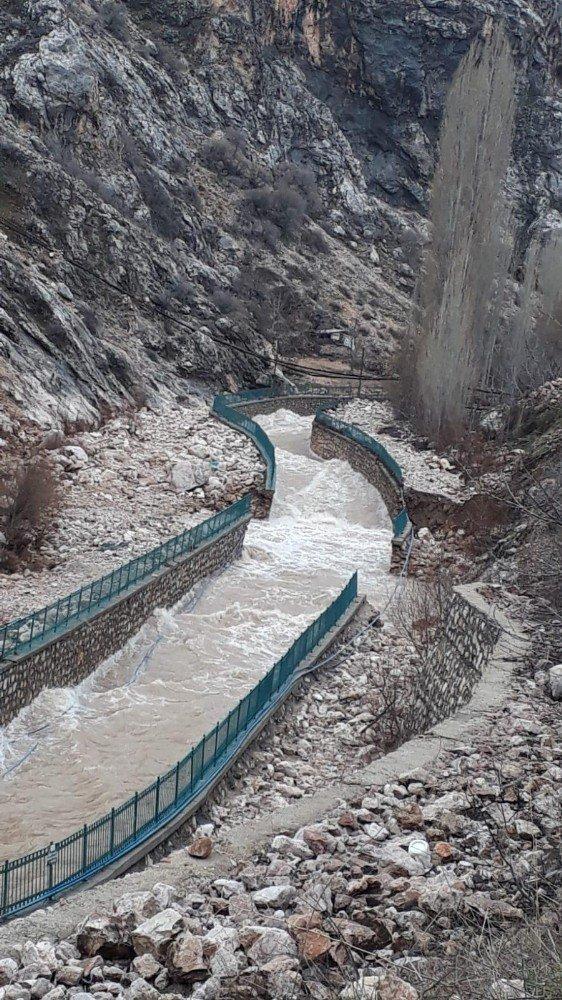 Konya'nın sel nedeniyle 3 mahalleye ulaşım kesildi!
