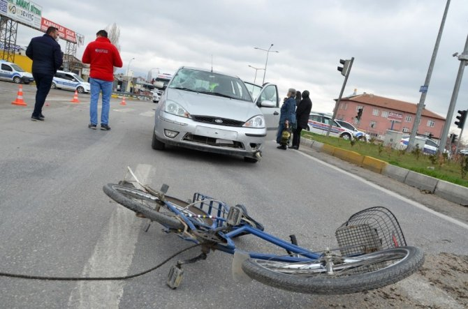 Otomobilin çarptığı bisiklet sürücüsü ağır yaralandı