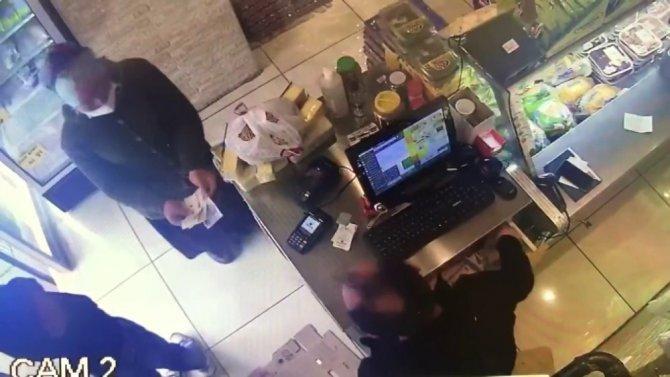 Tırnakçılık yapan kadını esnafın dikkati yakalattı