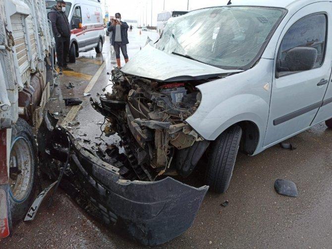 Konya yolunda kaza: İkisi çocuk 3 yaralı