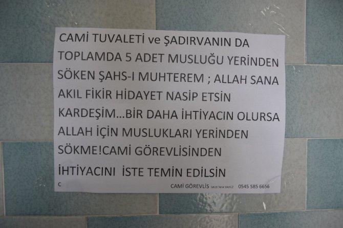 """Muslukları çalan hırsızlara imamdan sitem dolu not: """"Allah için muslukları yerinden sökme, ihtiyacın varsa karşılayalım"""""""