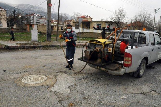 Akşehir Belediyesi sivrisineklere karşı kanal sisleme çalışmalarını sürdürüyor