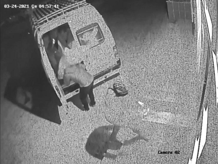 Çalıntı minibüsle iş yerinden fıstık çalan 3 şüpheli yakalandı