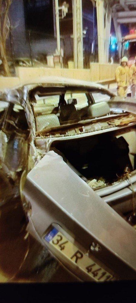 E-5'te seyir halinde olan otomobil direğe çarpıp takla attı: 2 yaralı