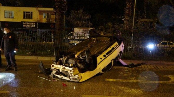 İki otomobile çarpan araç takla attı