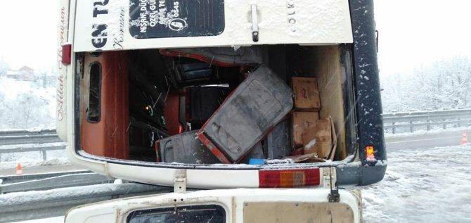 İşçi servisi devrildi: 11 yaralı
