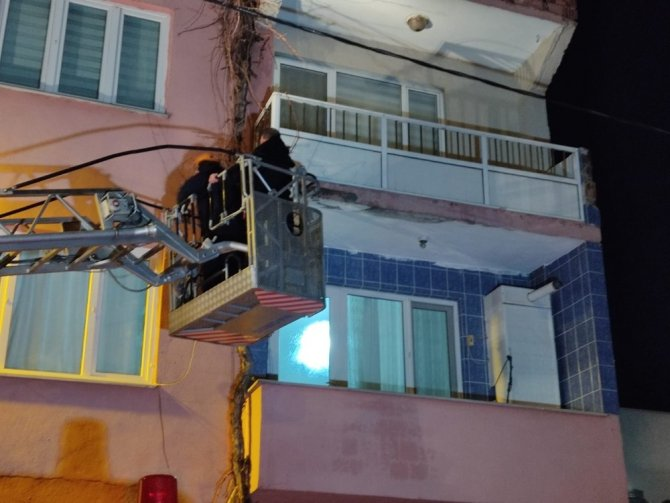 Unutkan vatandaş evine itfaiye merdiveni ile girdi