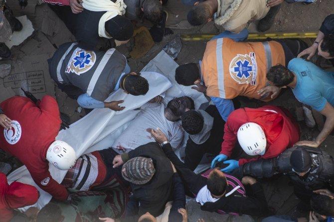 10 katlı bina çöktü: 8 ölü, 29 yaralı