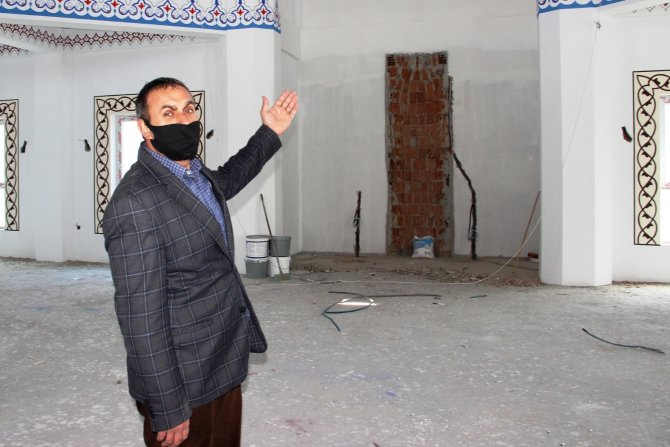 8 yıldır tamamlanamayan cami bölge halkını çileden çıkardı