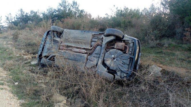 Viraja girerken mıcıra kapılan otomobil şarampole yuvarlandı: 2 yaralı