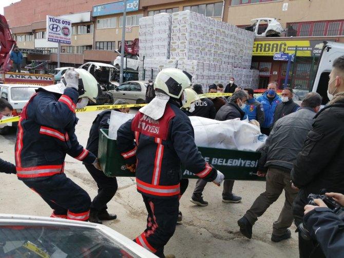 Yangında bir kişinin cansız bedenine ulaşıldı