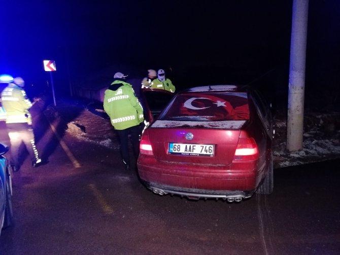 Ehliyetsiz sürücü, muayenesiz araçla tüfek ve uyuşturucu maddelerle yakalandı