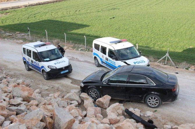 Silahla yaralama şüphelisi 5 kişi polis aracıyla çarpışınca yakalandı!