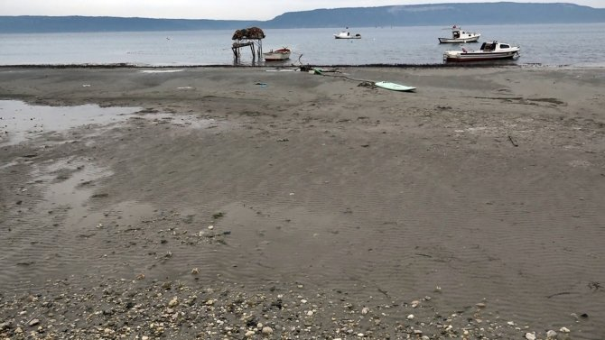 Çanakkale'de korkutan görüntü! Deniz 30 metre çekildi