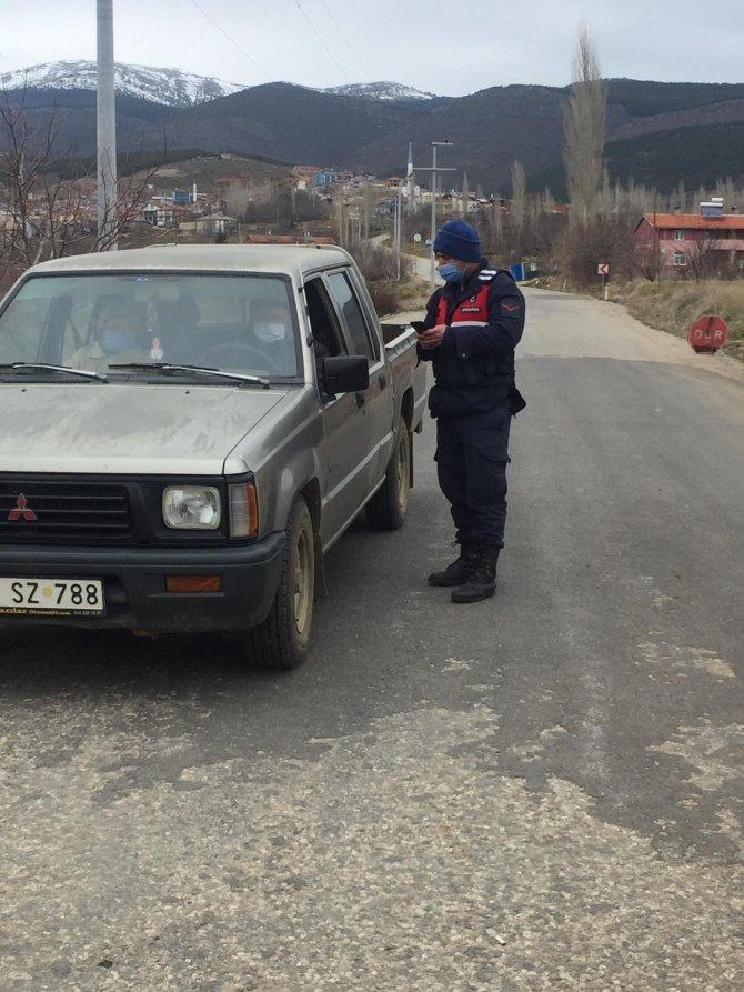 Konya'da vaka sayıları artınca mahallenin giriş ve çıkışlarına kontrol getirildi