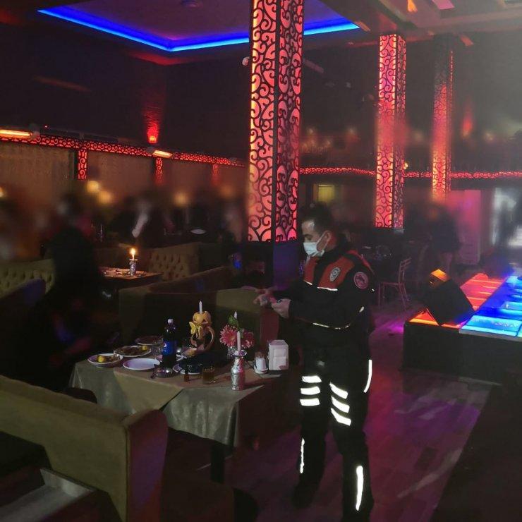 Konya'da 'yardımlaşma derneği' olarak işletilen restoranda eğlence!
