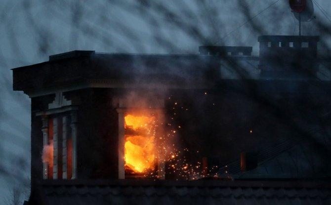 Rusya'da gözaltına alınmak istenen şahıs evini ateşe verdi