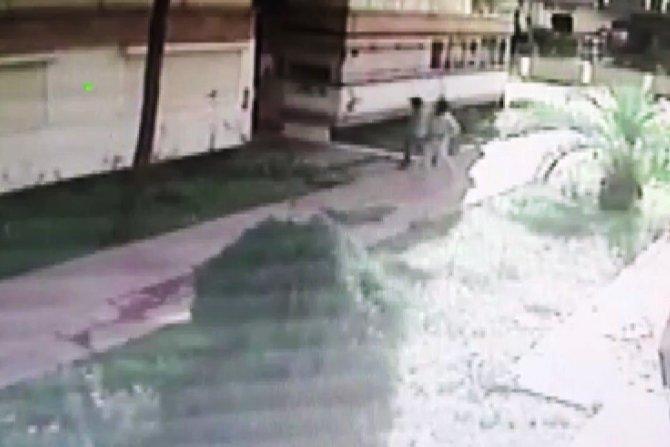 Depremzedelerin giremediği evlerde hırsızlar cirit atıyor
