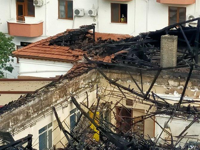 Evindeki yangının boyutu gün ağarınca ortaya çıktı