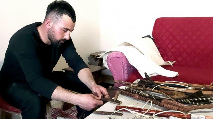 Kamçı örme sanatını yaşatıyor