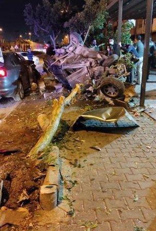 Mersin'de iki otomobil çarpıştı; baba-oğul öldü