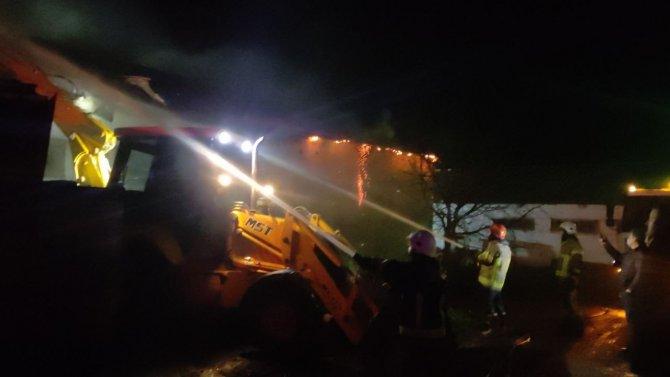 Tavuk çiftliğinde yangın: 1500 tavuk telef oldu