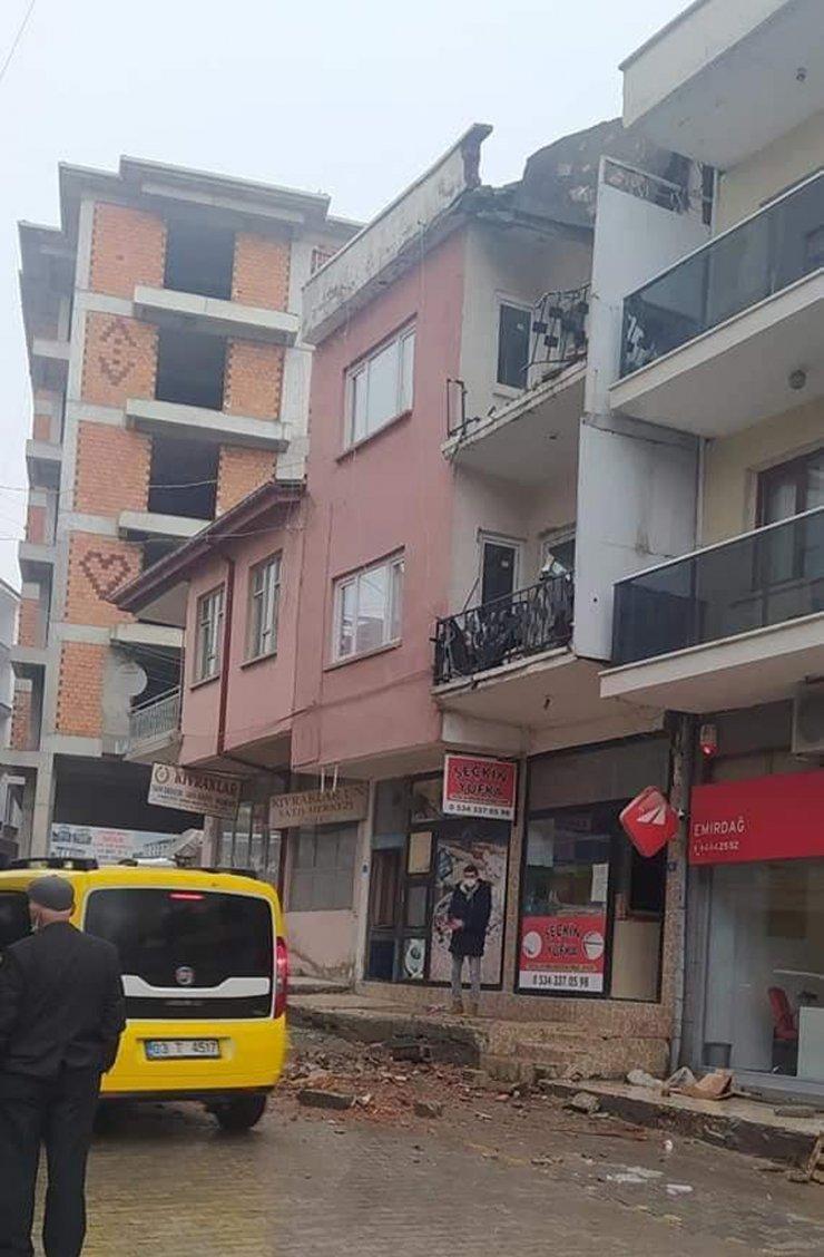 Terasında çalıştığı 2 katlı binadan düşüp hayatını kaybetti