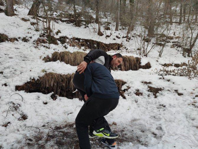 Türkiye şampiyonasına kar üstünde hazırlanıyor