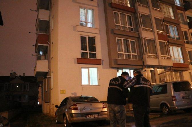 3. kattan otomobilin üzerine düşen kadın yaralandı