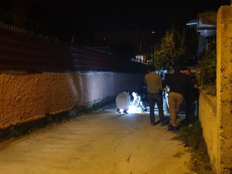 Arkadaşlarını yaraladığı için evine Kalaşnikof ile ateş açtıklarını öne sürdüler