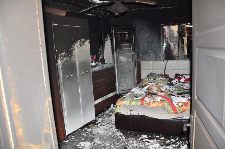 Kazan dairesinde çıkan yangın, 5 ev ile 2 otomobili küle döndürdü