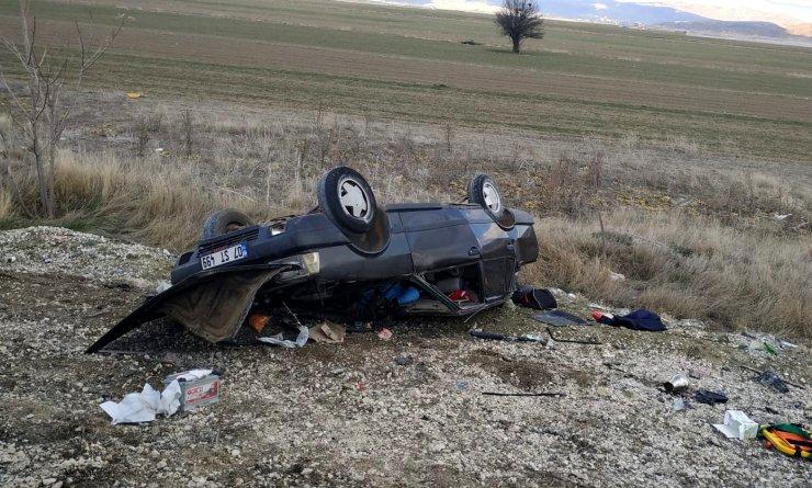 Otomobil şarampole devrildi; sürücü öldü, eşi yaralandı