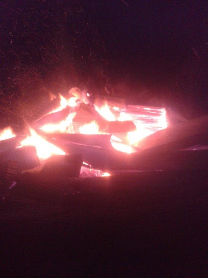 Çıkan yangında samanlık küle döndü