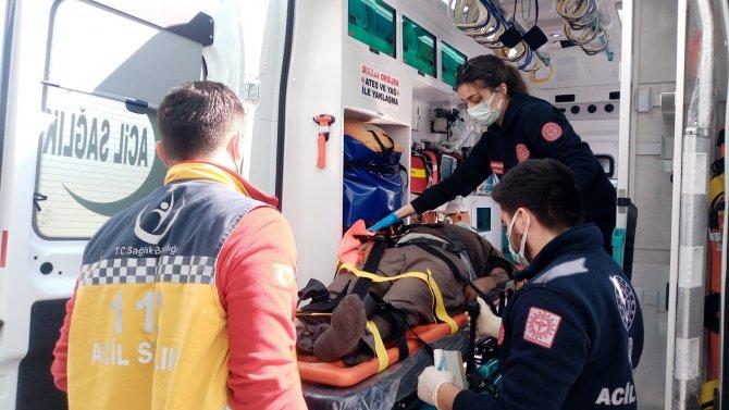 Maden ocağında iş makinesi devrildi, operatör yaralandı