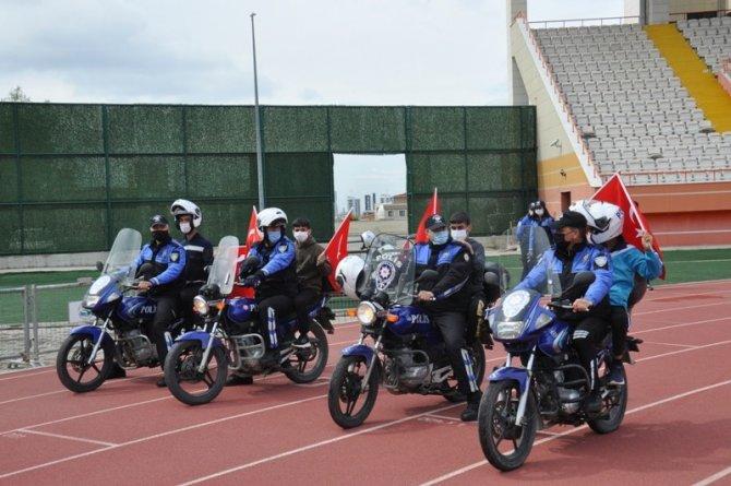 Polisler otizmli çocuklara unutulmaz bir gün yaşattı