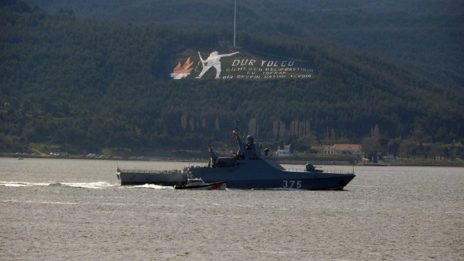 Rus savaş gemisi 'Dmitry Rogachev' Çanakkale Boğazı'ndan geçti