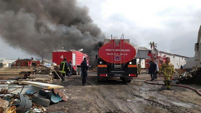 Uşak OSB'de iplik fabrikasında korkutan yangın