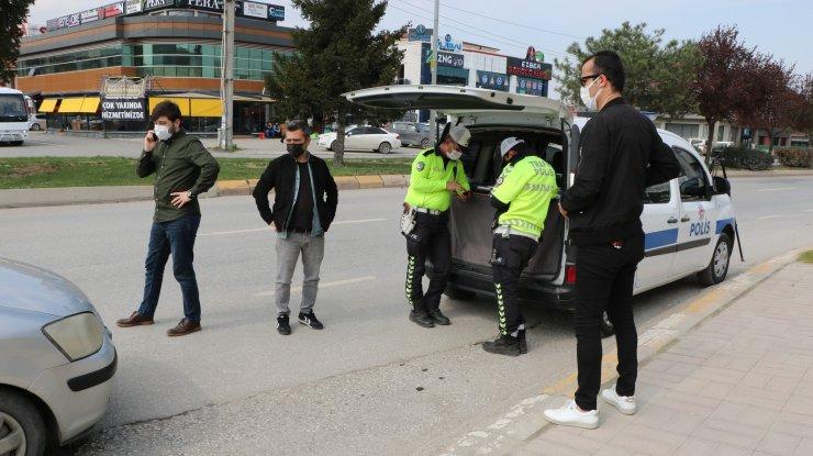 Arkadaşlarının düğününe gitmek isterken polise yakalandılar