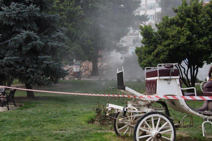 İzmit'te, 28 yıl önce yanan binanın duvarı yıkıldı