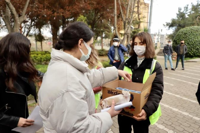 Belediye sınav öncesi pide dağıttı