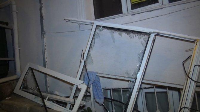 Çakmak gazı bomba gibi patladı, pencereyi yerinden söktü
