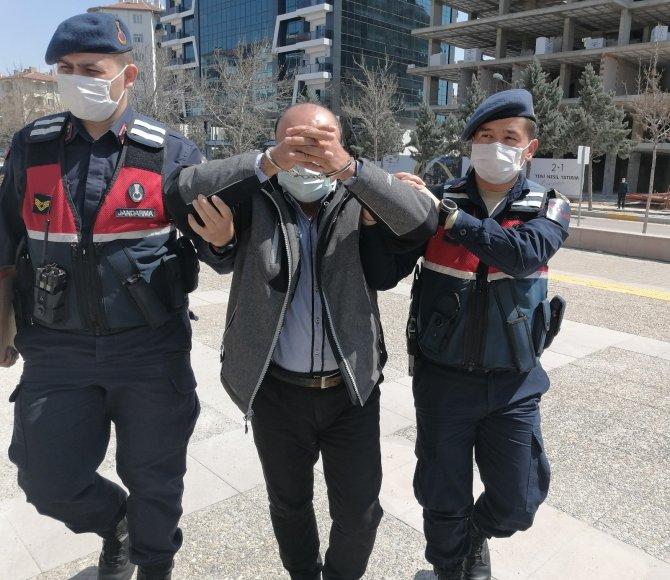 Camiden yardım kumbarasını çalan 52 suç kayıtlı şüpheli serbest bırakıldı