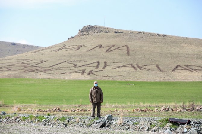 Vatan sevgisini dağlara yazdı