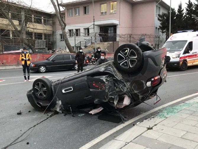 Bir araç takla attı, sürücü ve yolcu kaza yerinden kaçtı
