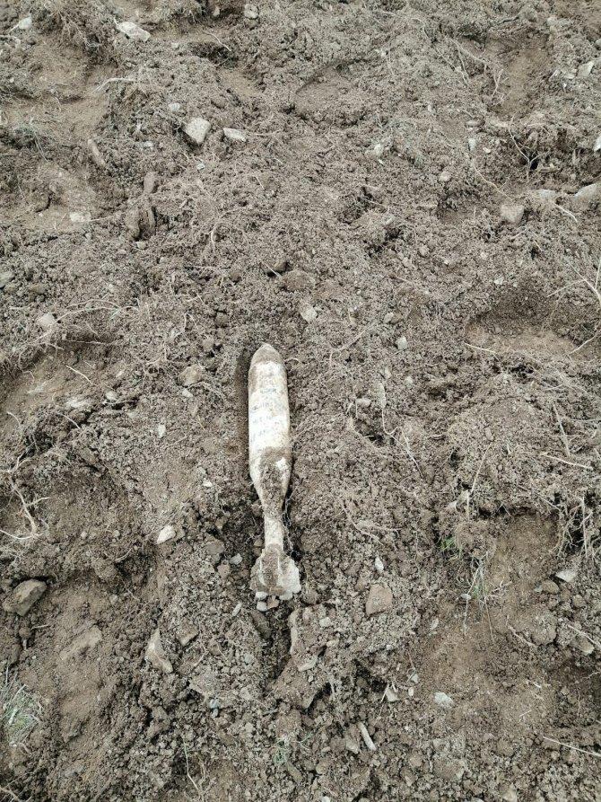 Çiftçi tarlasında buldu, jandarma ekipleri imha etti
