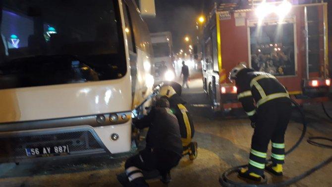Seyir halindeki otobüs alev aldı
